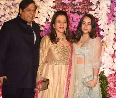 Natasha Dalal along with David Dhawan (father-in-law) & Karuna Dhawan (mother-in-law)