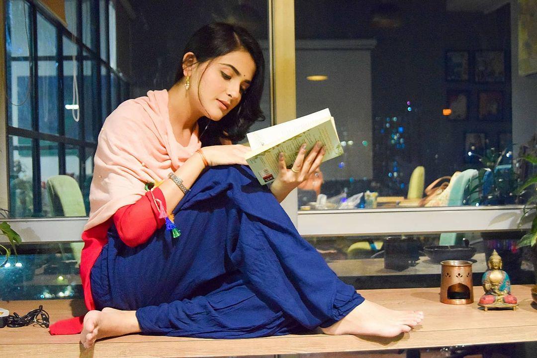 Debattama Saha Twitter, Biography, Age, Success Story, Body Measurements, Career, Family, Instagram, Boyfriend, Net Worth and Education
