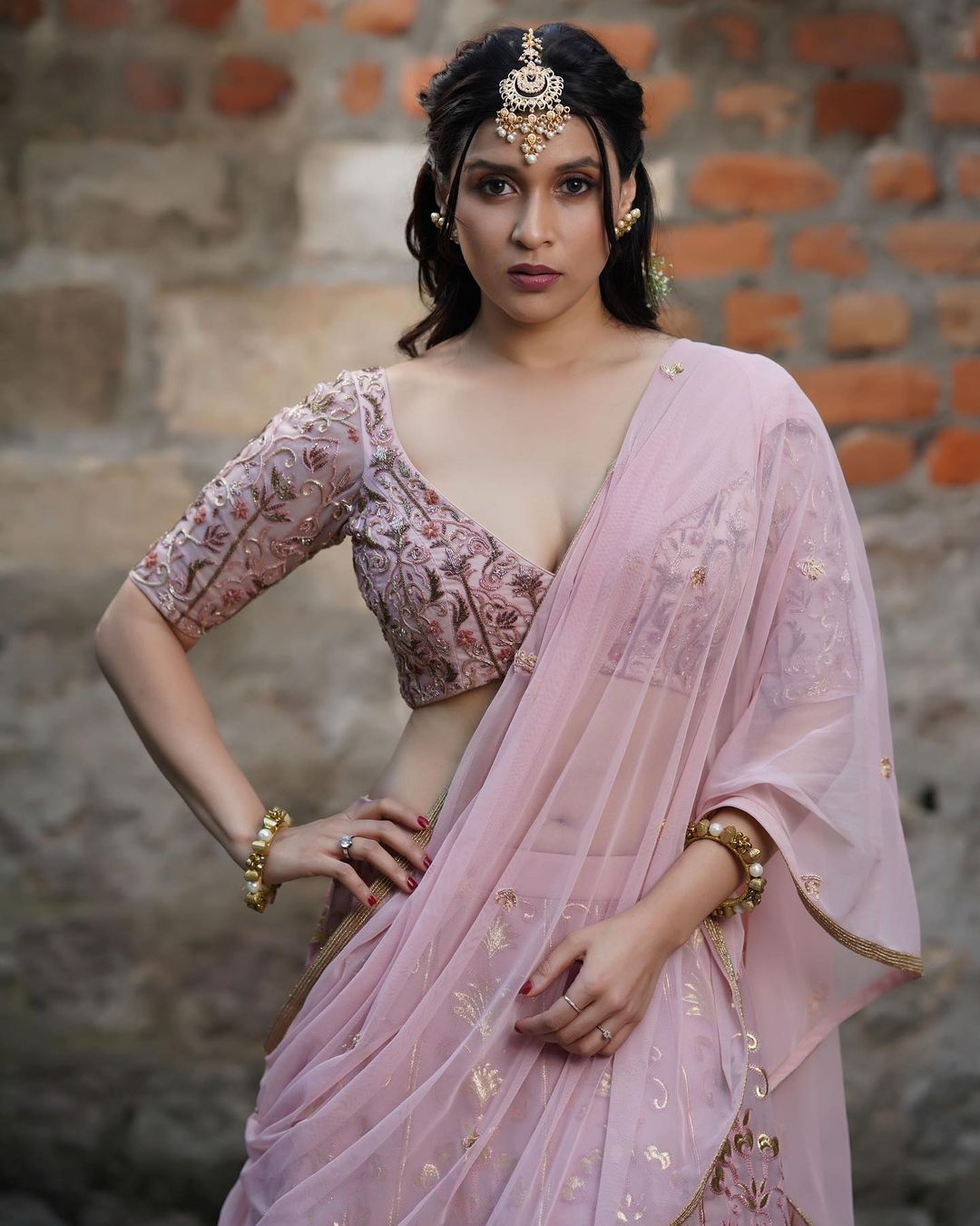 Mannara Chopra Instagram, Career, Facebook, Twitter, Family, Net Worth, Sister, Body Measurements, Age and Biography