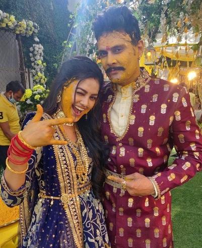 Priyal Mahajan with her Molkki show co-actor Amar Upadhyay