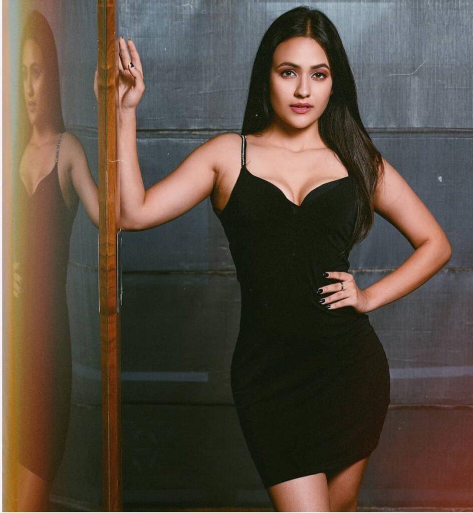 Aahna Sharma Biography, Instagram, YouTube, and Boyfriend