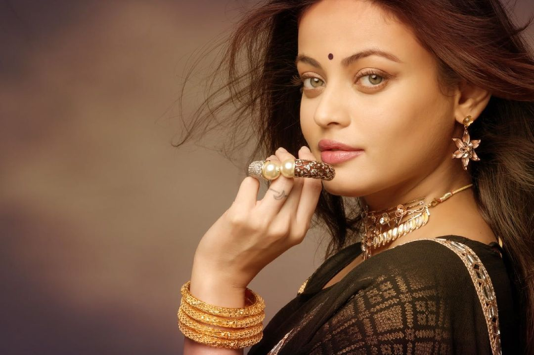 Sneha Ullal Bio, Family, Career, Boyfriend, Net worth, Success, Wiki