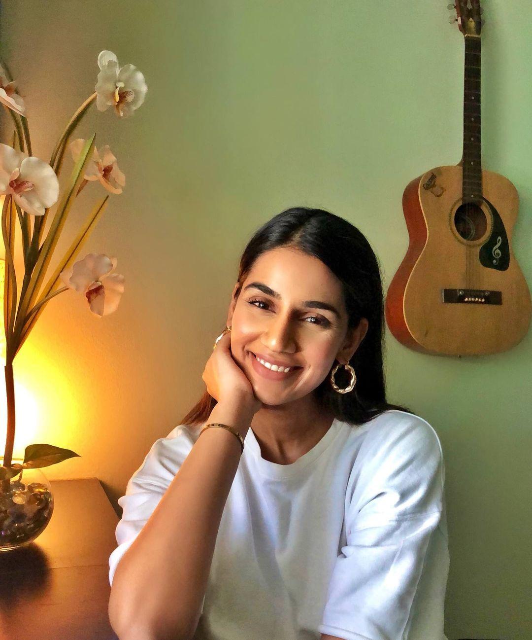 Sanjana Ganesan Husband, Twitter, Success Story, Age, Net Worth, Career, House, Instagram, Body Measurements, Career and Parents